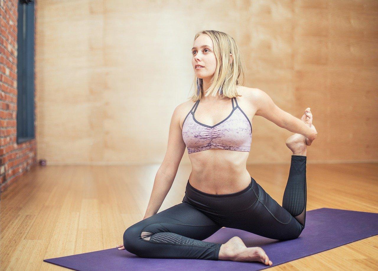 Ćwiczenia na pośladki i uda dla dziewczyn w domu czyli jak pozbyć się cellulitu ze swojego ciała?