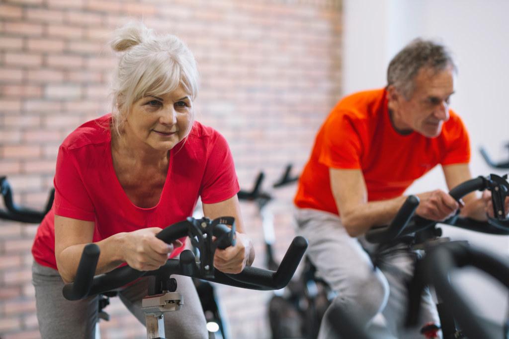 ćwiczenia dla osób starszych - rowerek stacjonarny