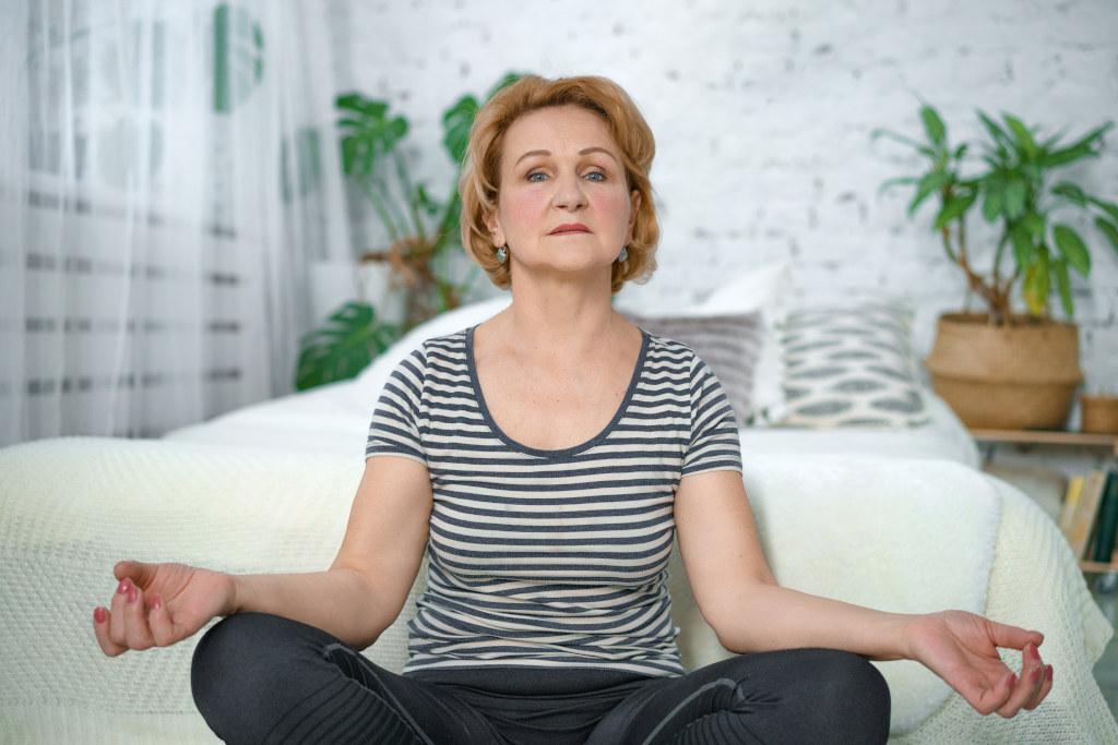zestaw ćwiczeń dla osób starszych - joga